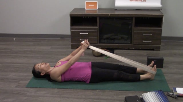 Yoga with Laura - Episode 04
