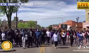 Peaceful Protest in Milwaukee ends in song