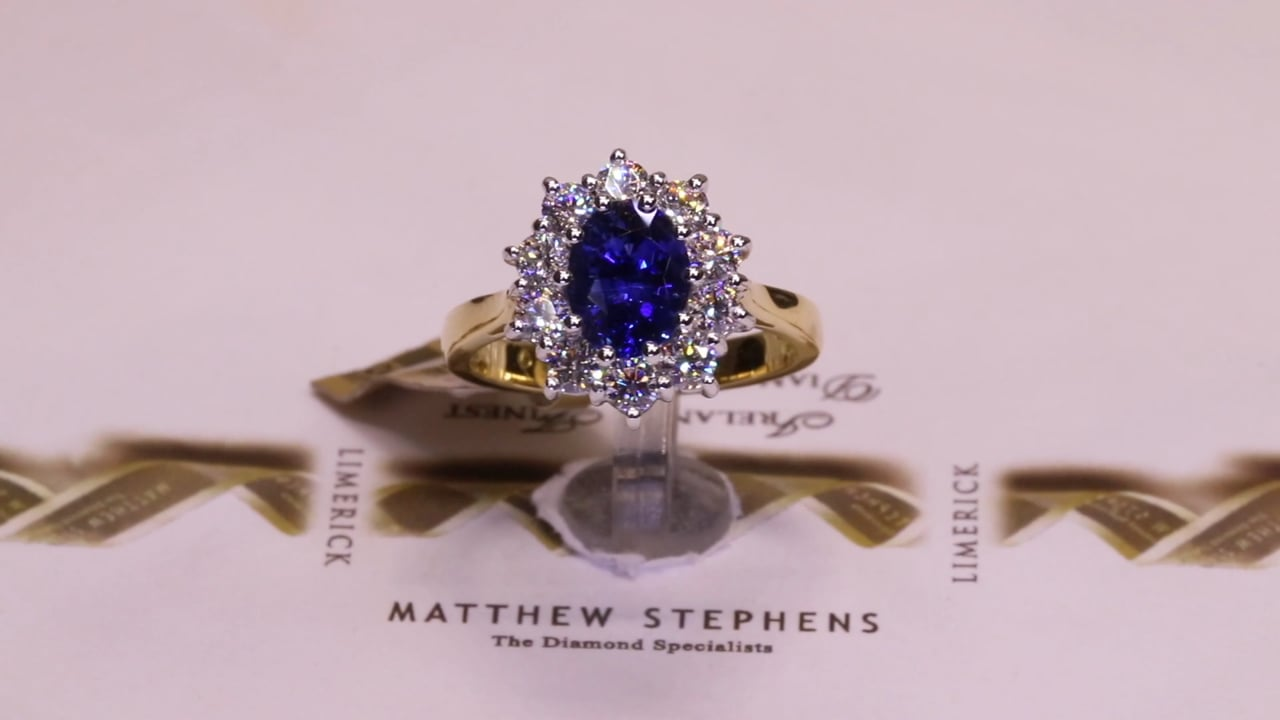 66428 - Oval Sapphire & Diamond Cluster, S1.52ct & D0.80ct, Set in 18ct Yellow Gold