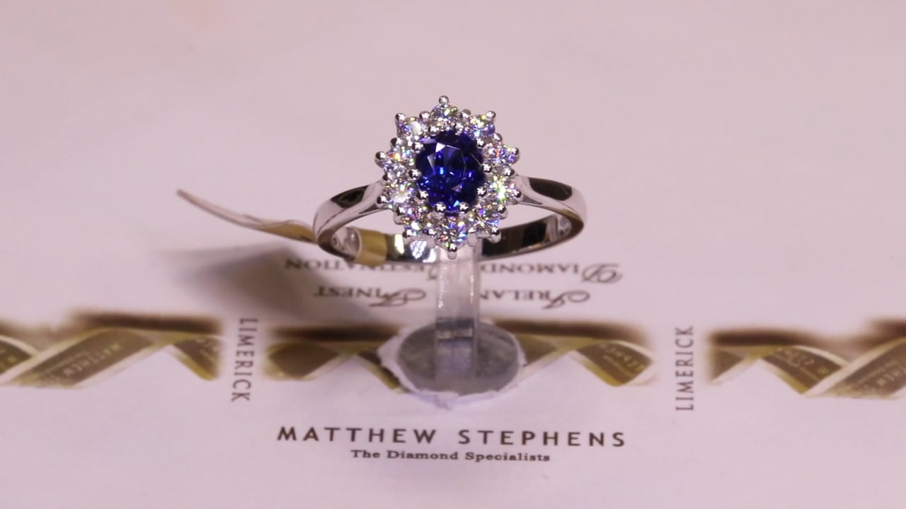 65385 - Oval Sapphire & Diamond Cluster, S0.79ct & D0.44ct, Set in 18ct White Gold