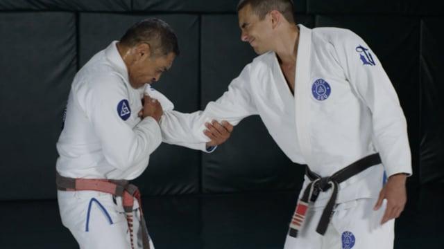 Single-hand collar grab and chest-push defense, wrist fold