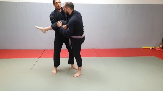 Single leg Lapel attaque avec décalage de jambe