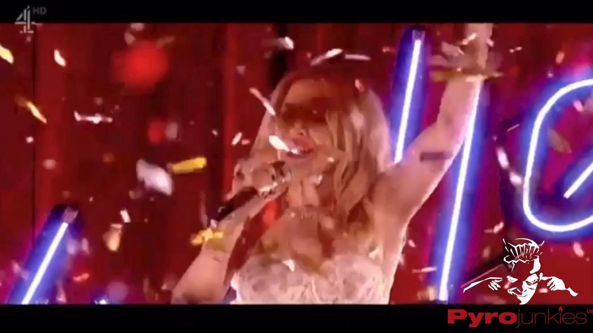 Kylie's Secret Night - Gold Confetti Blowers