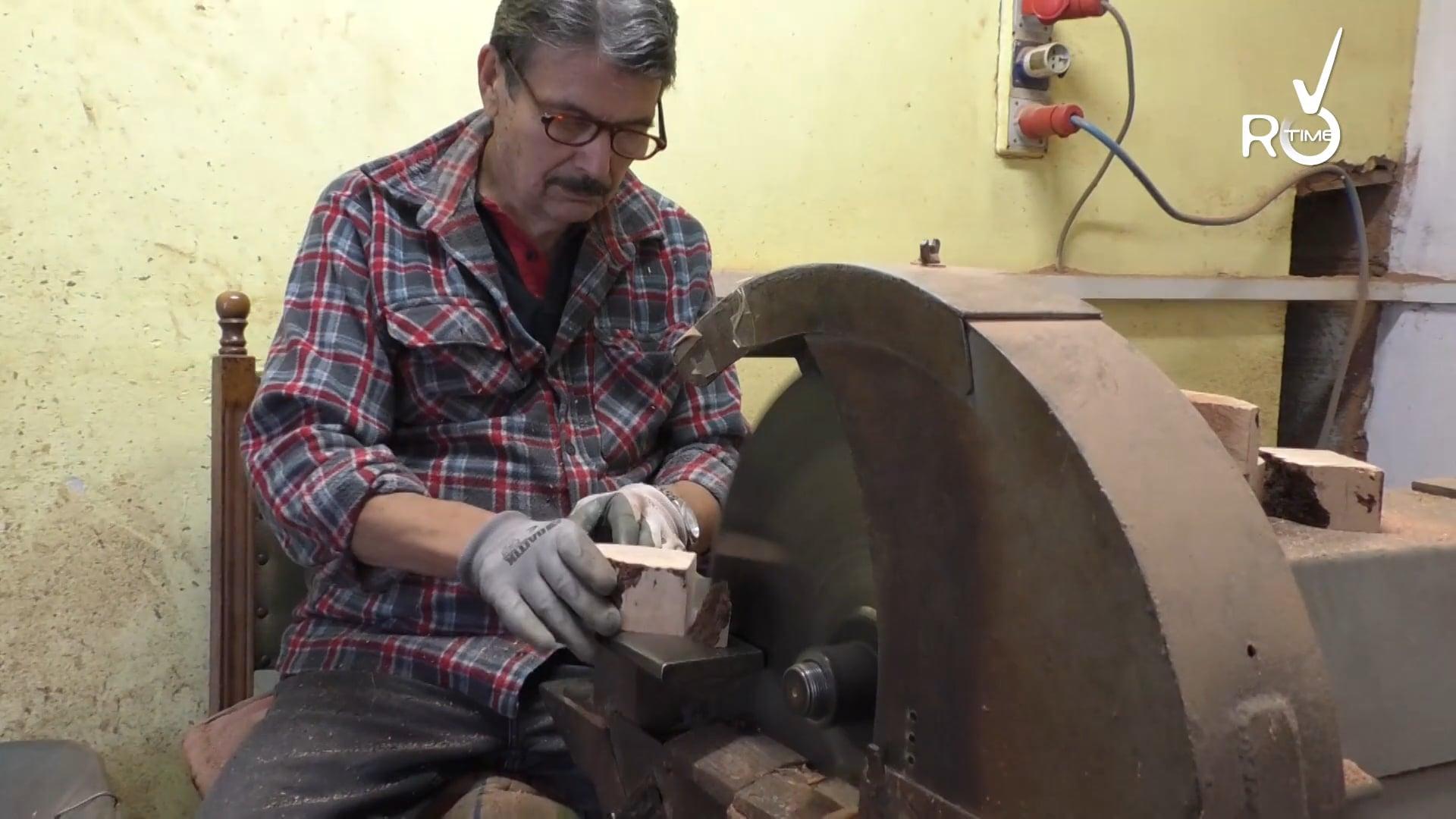 Domenico Giordano e l'arte delle pipe: esperti tagliatore di radica da tutto il mondo arrivano a Badalucco per la sua maestria