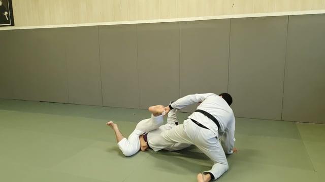 Passage de spider col avec pied sur la hanche