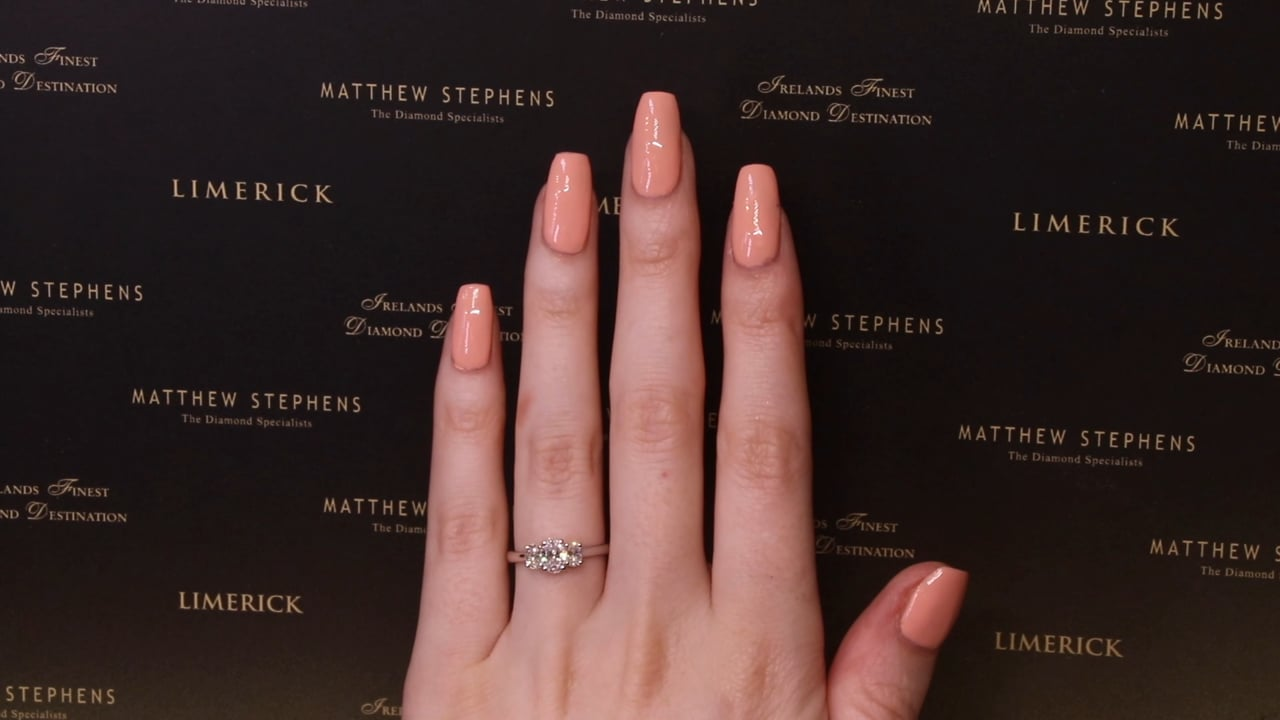 69779 - Oval Three Stone Ring, T0.95ct, Set in Platinum