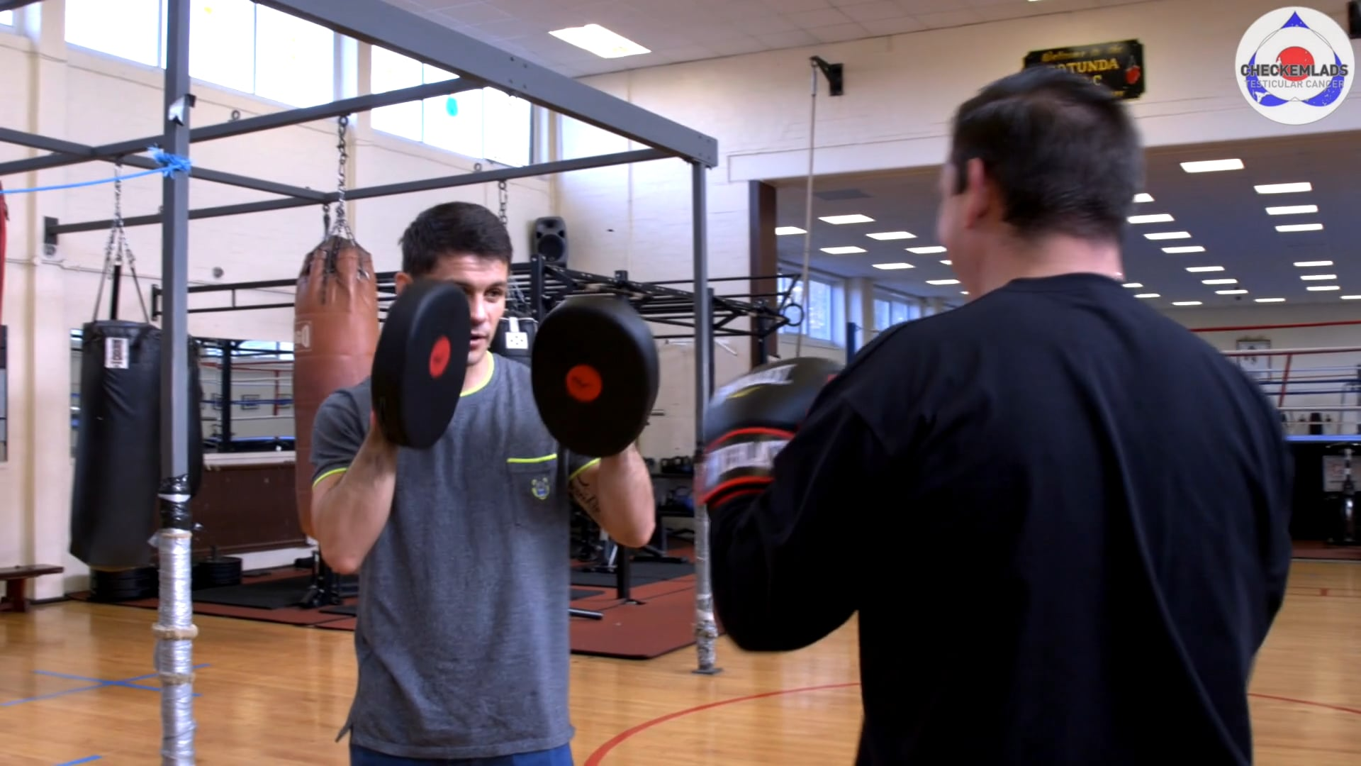 Survivors talk about testicular cancer and learn boxing with World champions