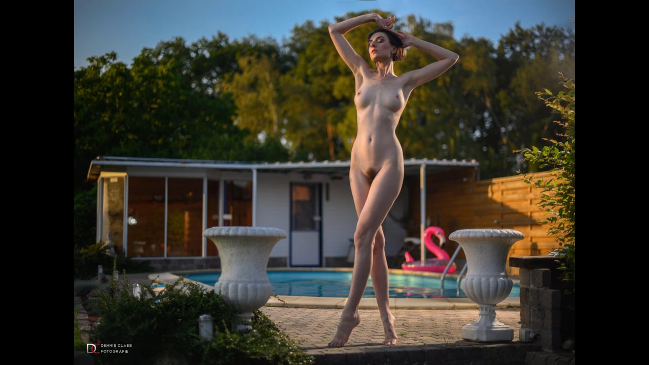 Swimmingpool shoot with Sara Scarlet