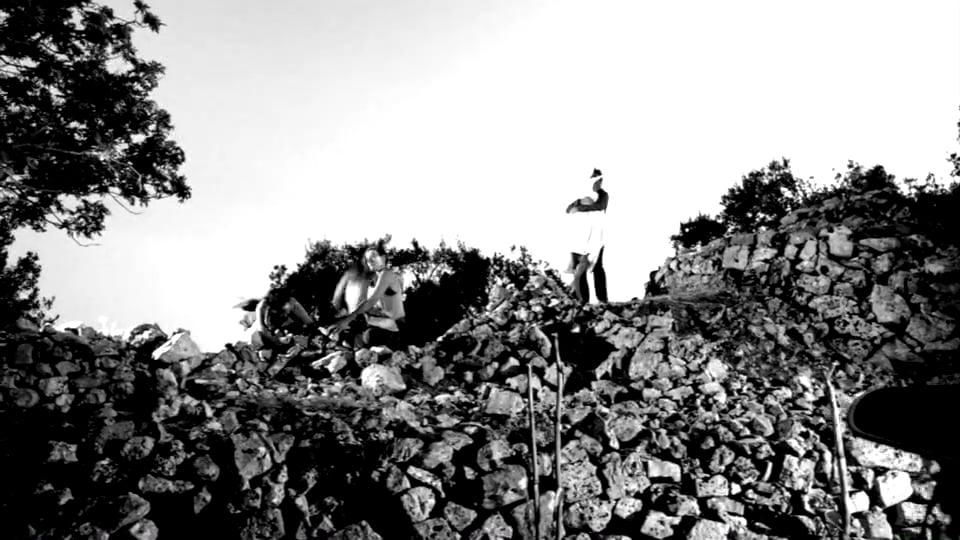 House of Stones - La Luna del Pozzo