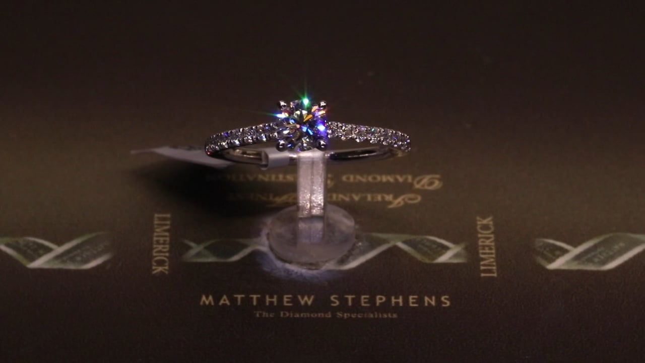 49123 - Round Brilliant Solitaire with Diamond Shoulders, T0.76ct, Set in Platinum