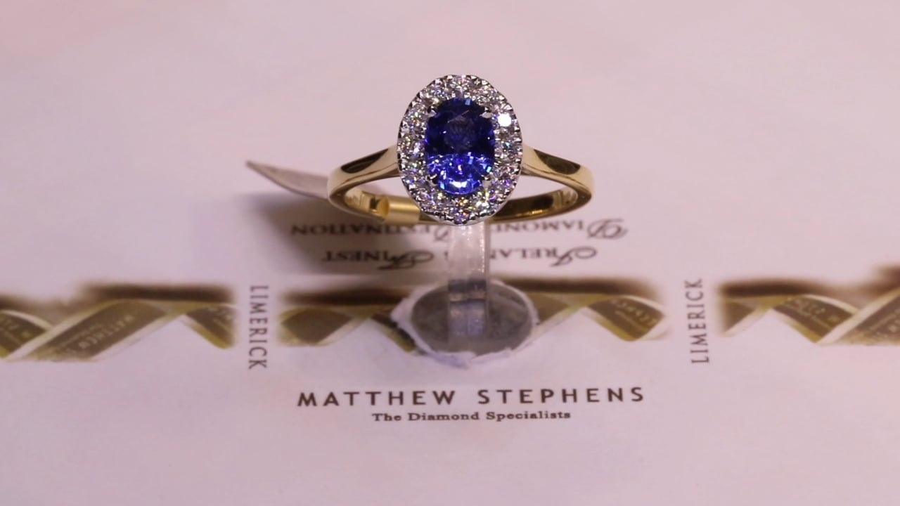 73471 - Oval Sapphire with Diamond Halo, S0.92ct & D0.22ct, Set in 18ct Yellow Gold