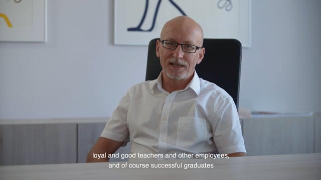 Nadané a zapálené studenty, oddané a kvalitní pedagogy i zaměstnance a úspěšné absolventy - právě to přeje AMU k 75. výročí rektor Jan Hančil.