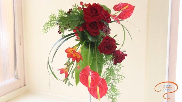 レッスン18 ブライダルブーケ: トライアングル セントラルポイント グループ フローラルフォームホルダー  Lesson 18  Bridal bouquet:  triangle central point group floral foam-holder