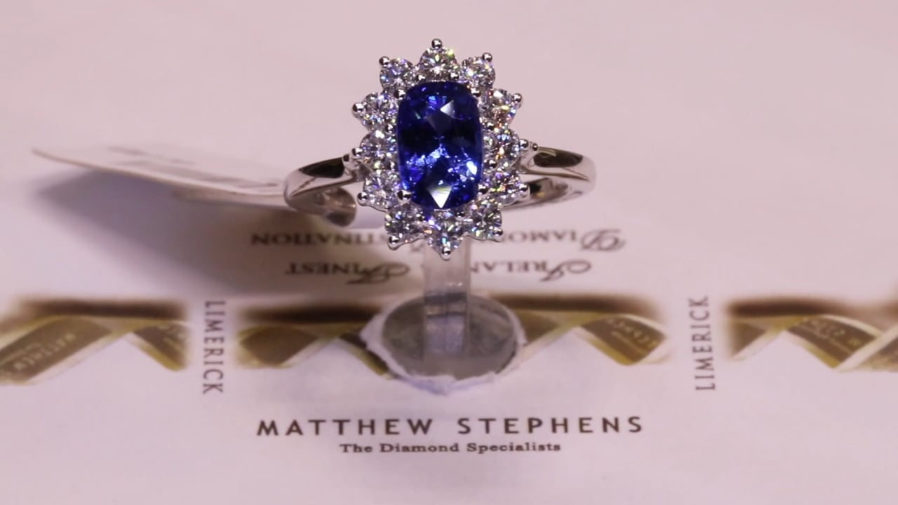 71097 - Oval Sapphire & Diamond Cluster, S2.26ct & D0.72ct, Set in 18ct White Gold