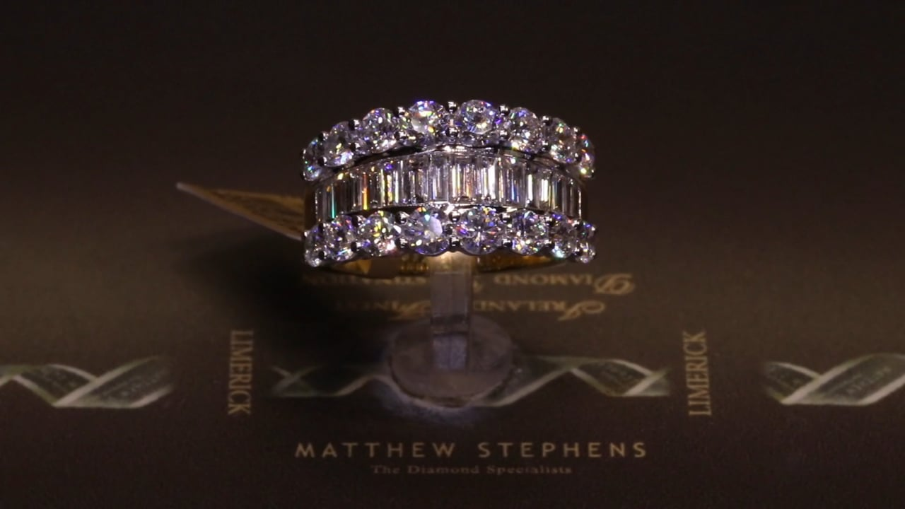 74192 -Round Brilliant & Baguette Diamond Ring, T3.21ct, Set in 18ct Yellow Gold