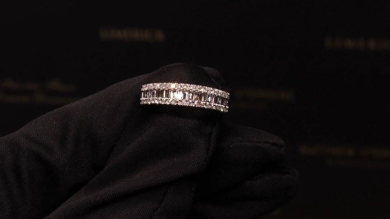 74198 - Round Brilliant & Baguette Diamond Ring, T0.54ct, Set in Platinum