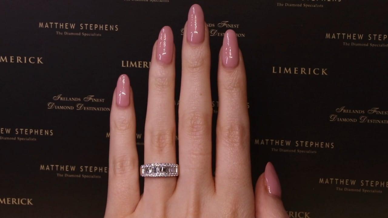 74197 - Round Brilliant & Baguette Diamond Ring, T0.99ct, Set in Platinum