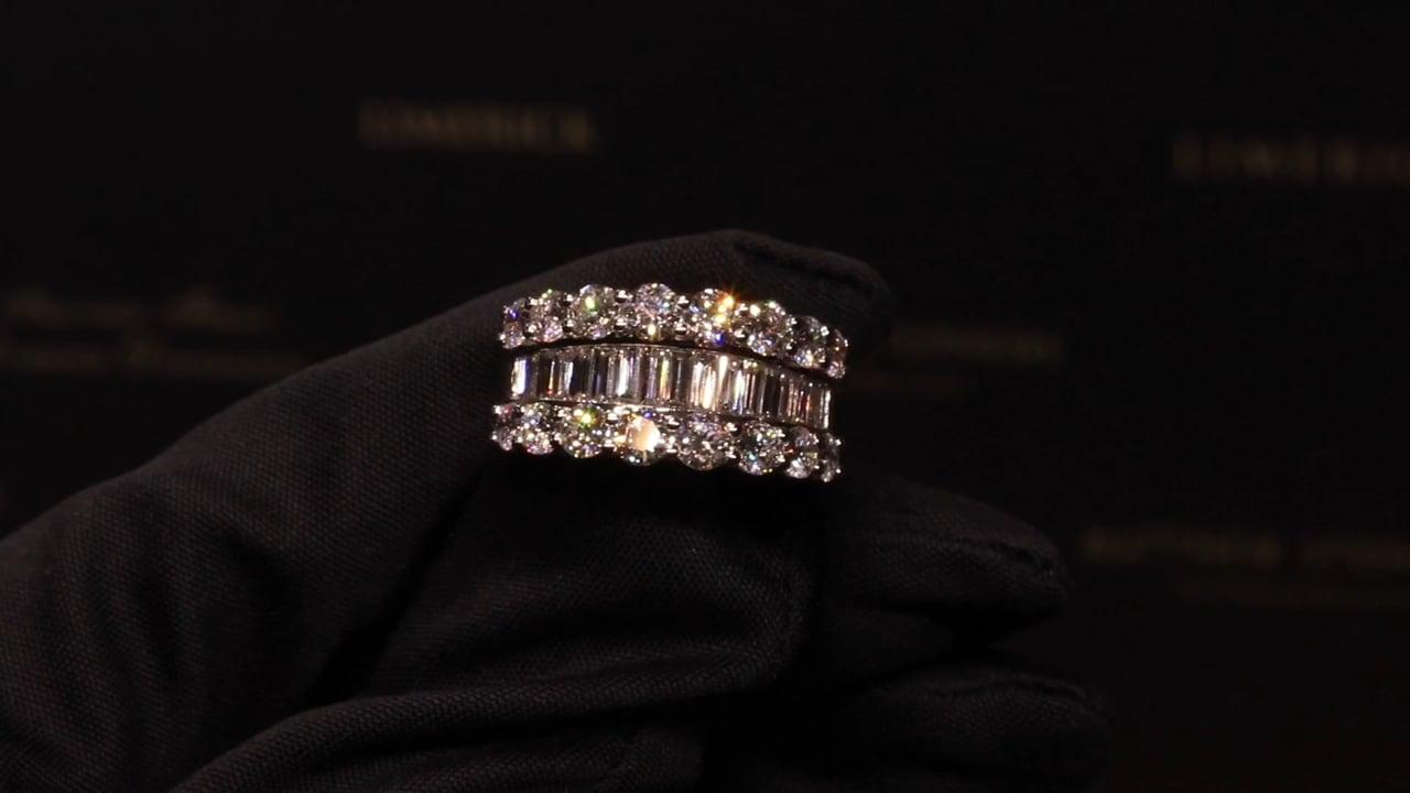 74199 - Round Brilliant & Baguette Diamond Ring, T3.02ct, Set in Platinum