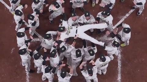 【引退セレモニー】バファローズ・小島・松井佑・山崎勝がチームメイトから胴上げされる