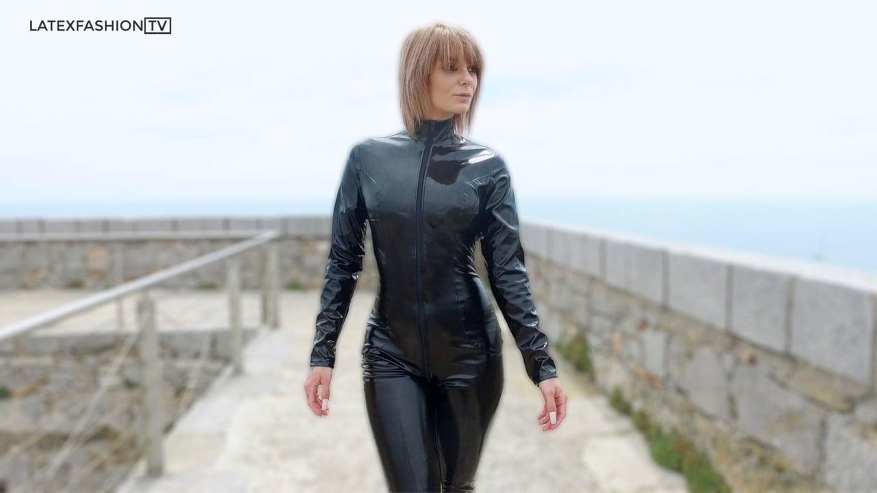 Suzy Walking in PVC Catsuit | LatexFashionTV